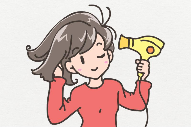 背景ありの写真、髪を乾かす女性。