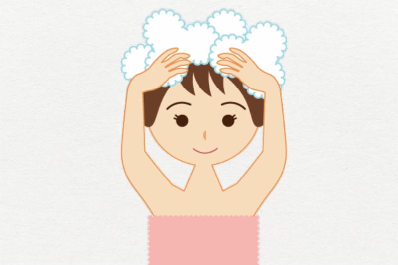 背景ありの写真、シャンプーをする女性。